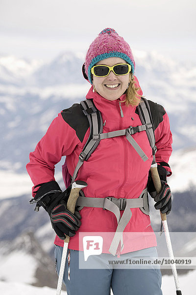 Young woman skiing  Kitzsteinhorn  Zell Am See  Austria