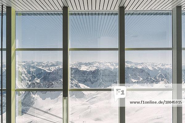 Deutschland  Bayern  Blick durchs Fenster von der Zugspitze aus Deutschland, Bayern, Blick durchs Fenster von der Zugspitze aus