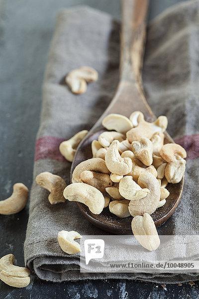 Holzlöffel Cashewnüsse