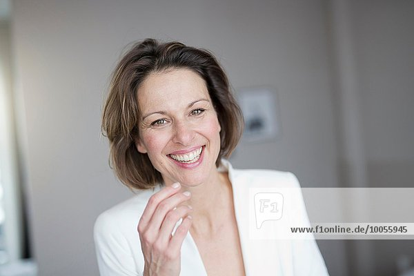 Portrait Frau heben reifer Erwachsene reife Erwachsene