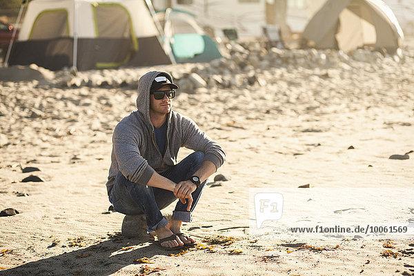 Mann im Strandcamp  Malibu  Kalifornien  USA