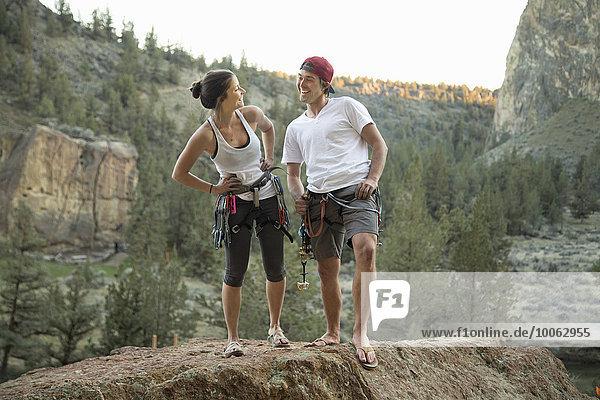Glückliche Kletterer posieren  Smith Rock State Park  Oregon