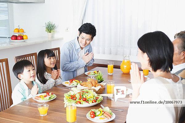 Zusammenhalt Küche Mehrgenerationen Familie japanisch