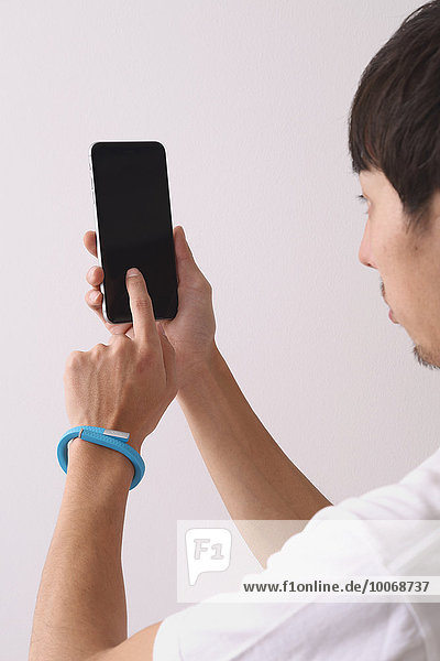 benutzen Mann jung japanisch Smartphone
