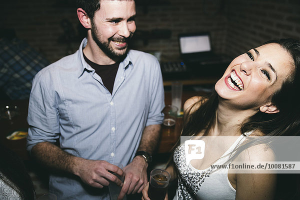 lachen Nachtklub trinken