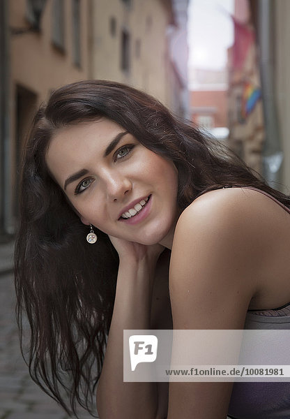 Europäer Frau lächeln Straße Großstadt