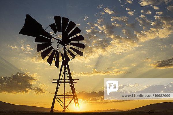 Sonnenuntergang Silhouette Himmel unterhalb dramatisch Windmühle