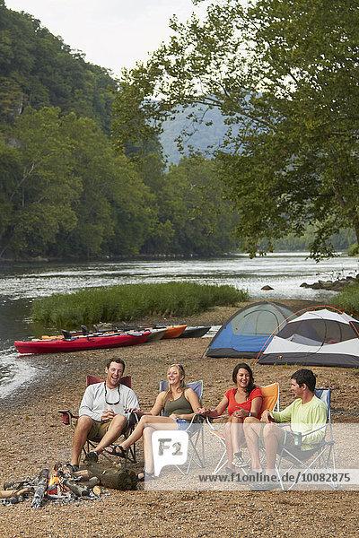 Lagerfeuer Freundschaft Entspannung Campingplatz
