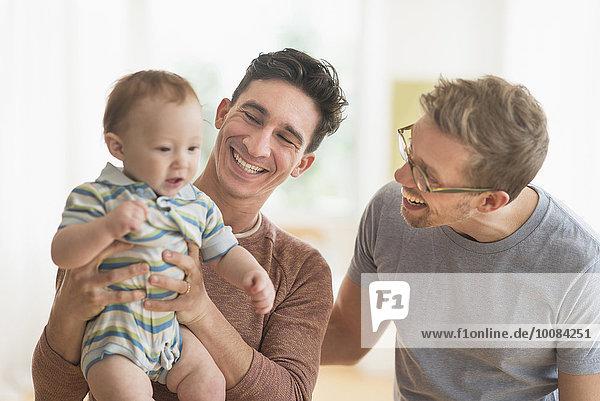 Europäer Menschlicher Vater halten Baby