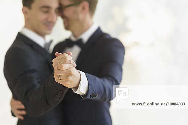 Europäer Bräutigam Hochzeit tanzen