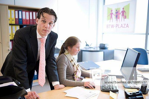 Schreibtisch Büro Anwalt Niederlande