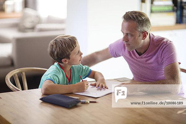 Europäer Menschlicher Vater Sohn Zeichnung Tisch