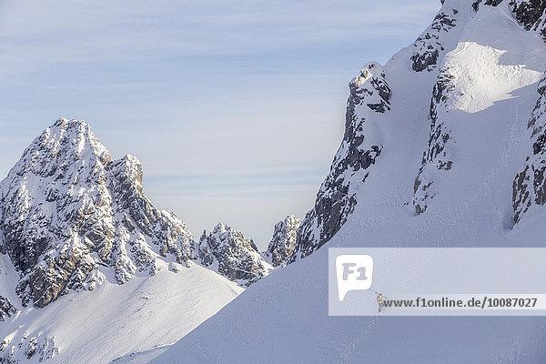 Europäer Berg Schnee Klettern Hang