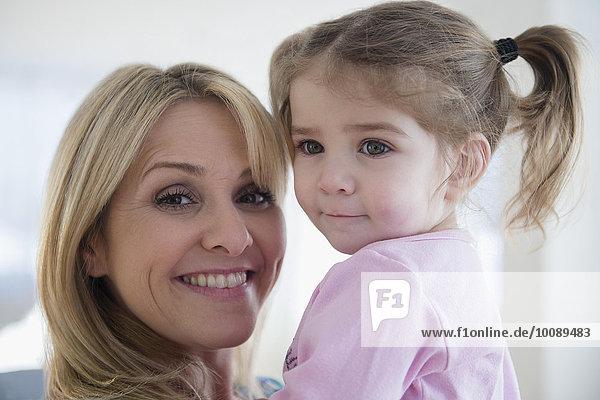 Europäer halten Close-up Tochter Mutter - Mensch