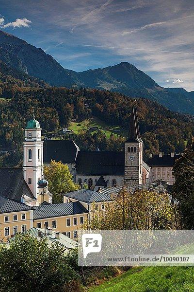 Stadt Kirche Ansicht Erhöhte Ansicht Aufsicht heben Bayern Berchtesgaden Deutschland