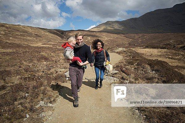 Wandern mit der Familie  Fairy Pools  Isle of Skye  Hebriden  Schottland