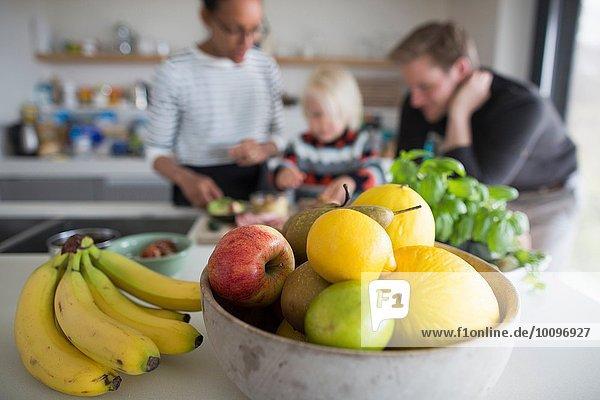 Obstschale mit frischen Früchten  Nahaufnahme