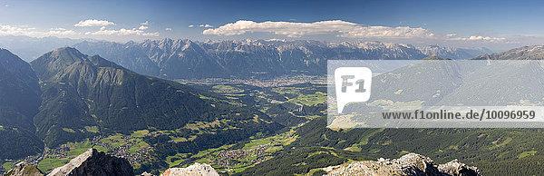 Ausblick von der Serles Richtung Innsbruck  Wipptal und Europabrücke  Mühlbachl  Tirol  Österreich  Europa