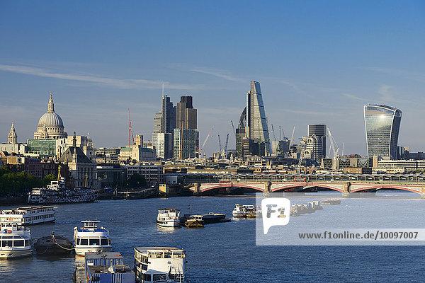 Innenstadt mit St. Paul's Cathedral und modernen Hochhäusern  Themse  London  England  Großbritannien  Europa