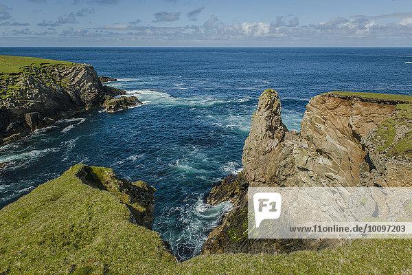 Küstenlandschaft am nördlichsten Ende Großbritanniens  Unst  Shetland-Inseln  Schottland  Großbritannien  Europa