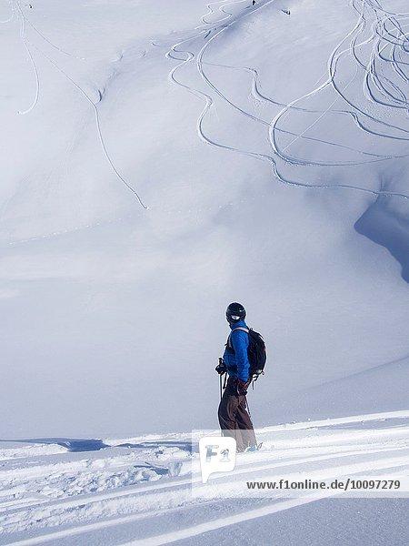 Skifahrer bei Combe de Gers  Flaine  Frankreich