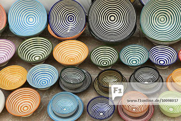 Schalen aus Keramik  Souvenirs  Essaouira  Marokko  Afrika
