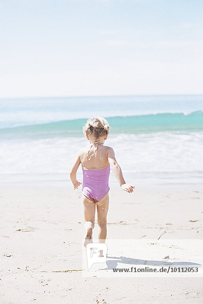 Strand Badeanzug rennen Sand pink jung Mädchen Strand,Badeanzug,rennen,Sand,pink,jung,Mädchen