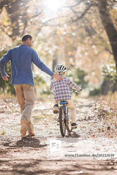 unterrichten Menschlicher Vater Sohn fahren Weg Fahrrad Rad mitfahren unterrichten,Menschlicher Vater,Sohn,fahren,Weg,Fahrrad,Rad,mitfahren