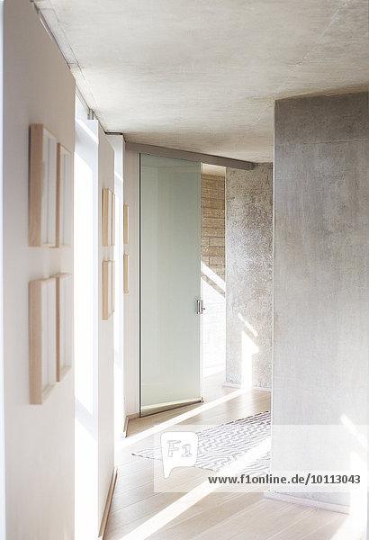 Korridor Korridore Flur Flure Sonnenstrahl Eingangshalle modern