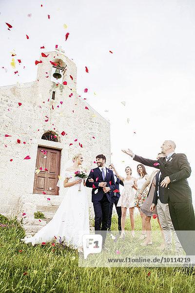 werfen Braut Bräutigam Blütenblatt Gast Rose