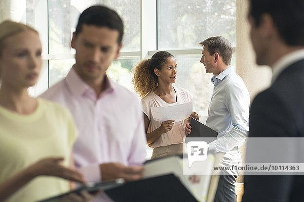 Vertriebsprofis treffen sich mit Kunden