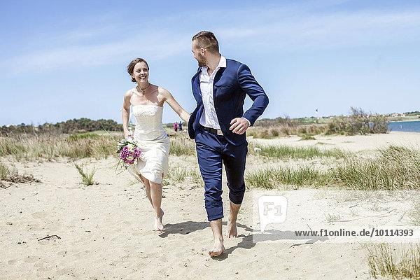 Braut Bräutigam Strand rennen