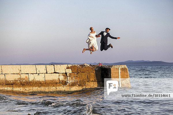 Braut Bräutigam springen Kai Himmel