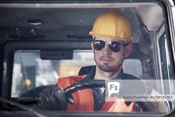 Bauarbeiterhelm Auto fahren Ingenieur Sonnenbrille