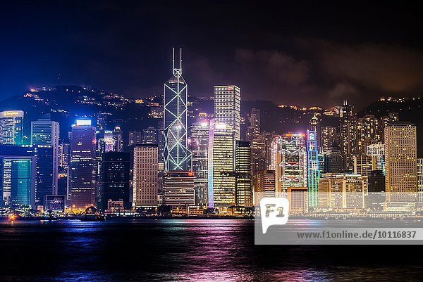 Skyline bei Nacht. Hongkong  China