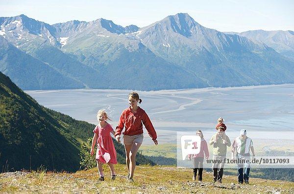 Wandergruppe  Mighty Might Trail  Alyeska Resort  Turnagain Arm  Mt. Alyeska  Girdwood  Alaska  USA