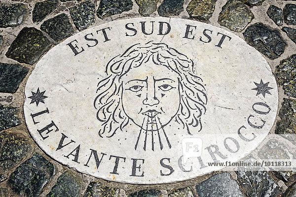 Est Sud Est  Levante Scirocco  Windrose  Marmorplatten  Piazza di San Pietro  Petersplatz  Rom  Latium  Italien  Europa