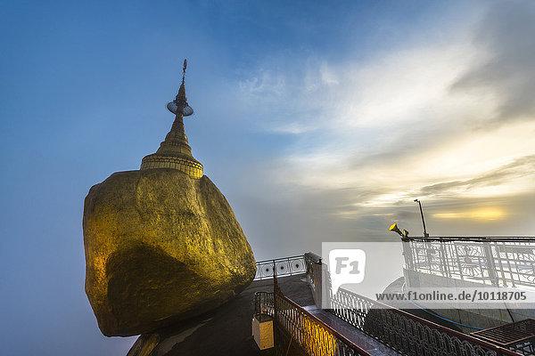 Golden Rock with Kyaiktiyo Pagoda at sunset  Kyaikto  Thaton District  Mon State  Myanmar  Asia