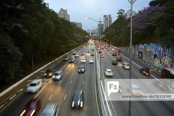 Traffic on the Avenida 23 de Maio  evening mood São Paulo  Brazil  South America