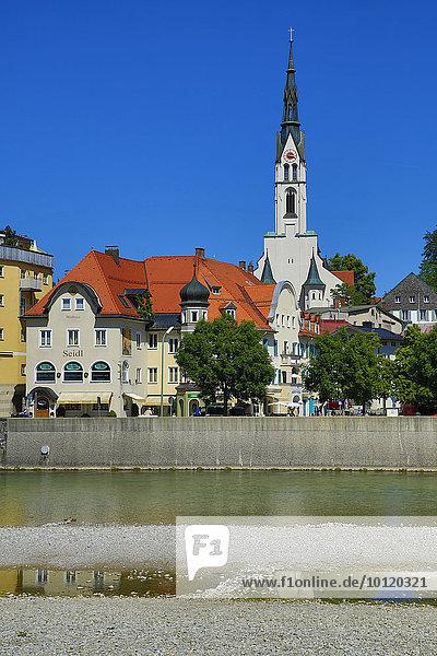Stadtansicht von der Isar aus  Bad Tölz  Oberbayern  Bayern  Deutschland  Europa