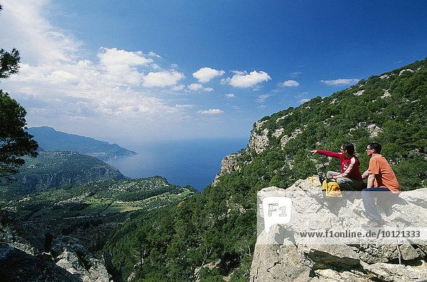 Wanderer  Valldemossa  Mallorca  Balearen  Spanien  Europa