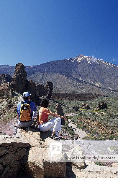 Wanderer im Parque Nacional del Teide  Los Roques  Teneriffa  Kanarische Inseln  Spanien  Europa