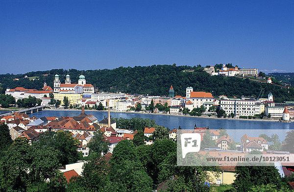 Blick über die Donau auf Passau  Niederbayern  Bayern  Deutschland  Europa