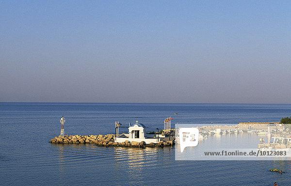 Kapelle am Fischerhafen von Faliraki  Rhodos  Dodekanes  Griechenland  Europa