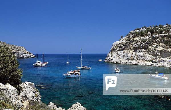 Segelboote in der Anthony Quinn Bucht bei Faliraki  Rhodos  Dodekanes  Griechenland  Europa