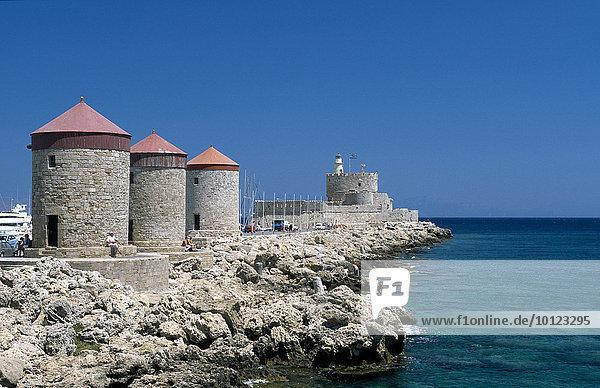 Windmühlen am Hafen  Rhodos-Stadt  Rhodos  Dodekanes  Griechenland  Europa