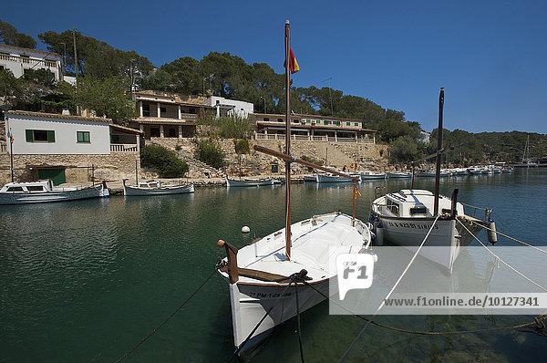 Boote in der schmalen Bucht von Cala Figuera  Mallorca  Balearen  Spanien  Europa