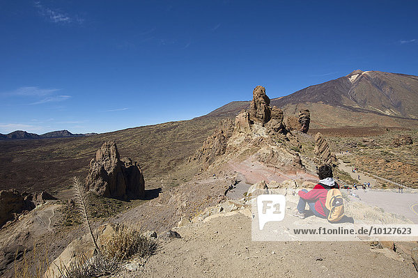 Wanderin,  Los Roques im Parque Nacional del Teide,  Teneriffa,  Kanarische Inseln,  Spanien,  Europa