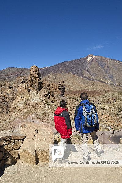 Wanderer,  Los Roques im Parque Nacional del Teide,  Teneriffa,  Kanarische Inseln,  Spanien,  Europa