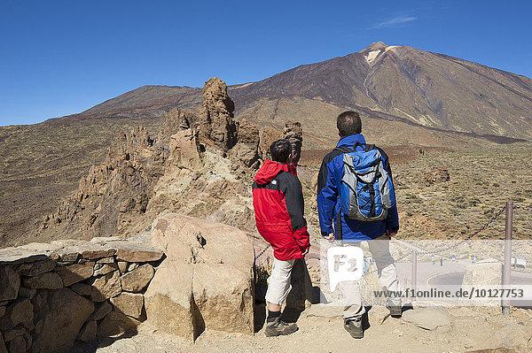 Touristen  Los Roques im Parque Nacional del Teide  Teneriffa  Kanarische Inseln  Spanien  Europa